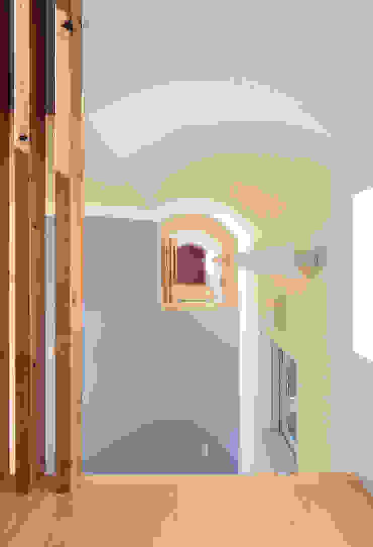 子供部屋を見通す モダンデザインの 子供部屋 の 守山登建築研究所 モダン