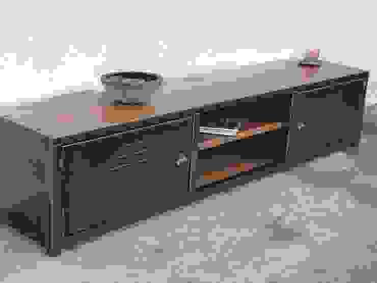 Meuble tv bas en bois et métal par MICHELI Design Industriel