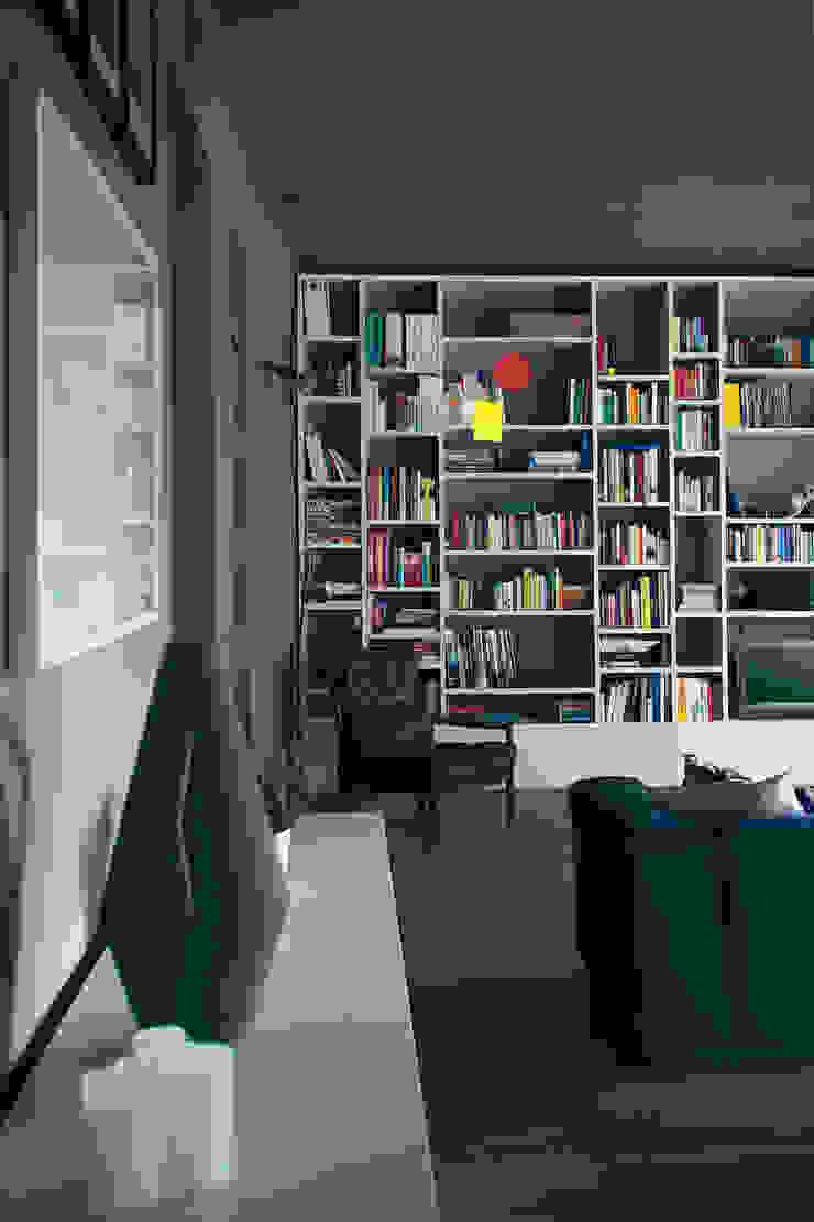 house#01 soggiorno Soggiorno moderno di andrea rubini architetto Moderno Legno Effetto legno