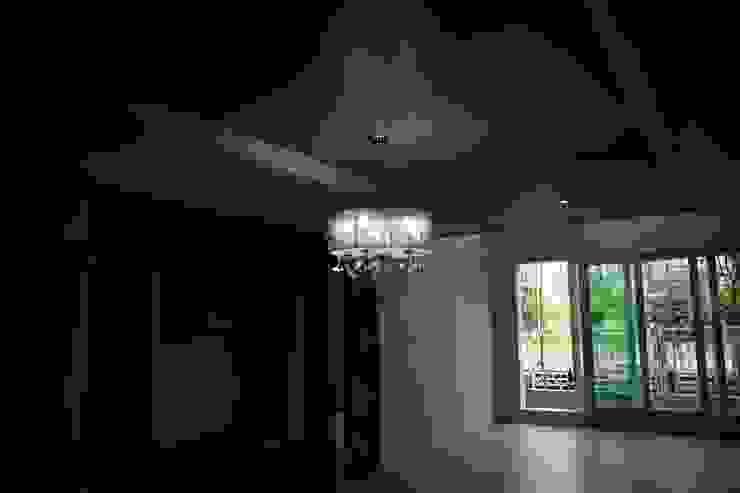 유노디자인 Moderne Wohnzimmer