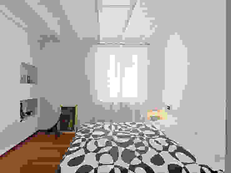 LA CAMERA PADRONALE Camera da letto minimalista di STUDIO DI ARCHITETTURA LUISELLA PREMOLI Minimalista