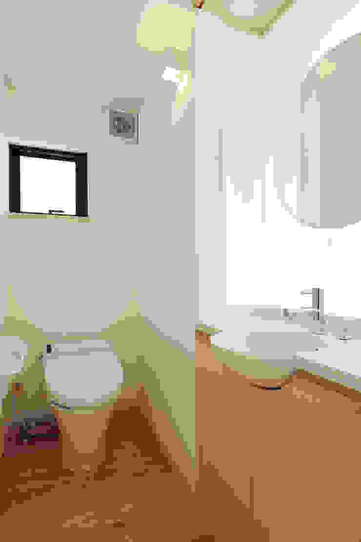 トイレ モダンスタイルの お風呂 の 守山登建築研究所 モダン