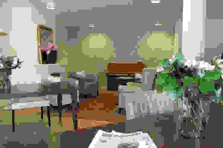 Eén van de gezamenlijke woonkamers Klassieke woonkamers van OX architecten Klassiek