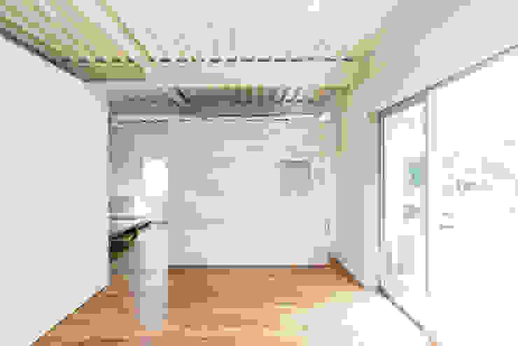 MIYAHARA-U の 建築設計事務所 可児公一植美雪/KANIUE ARCHITECTS オリジナル 木 木目調