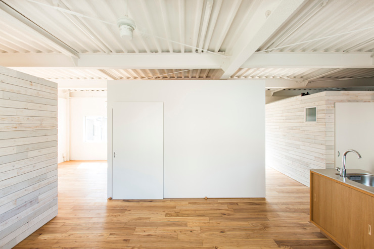 MIYAHARA-U オリジナルデザインの リビング の 建築設計事務所 可児公一植美雪/KANIUE ARCHITECTS オリジナル 鉄/鋼