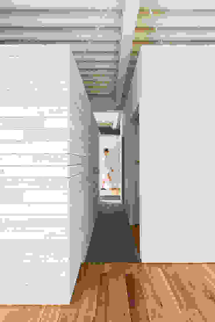 MIYAHARA-U オリジナルスタイルの 玄関&廊下&階段 の 建築設計事務所 可児公一植美雪/KANIUE ARCHITECTS オリジナル 木 木目調
