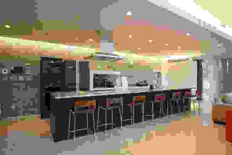 Projekty,  Kuchnia zaprojektowane przez SPACE101建築事務所, Eklektyczny