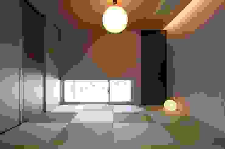 DJ-HOUSE 和風デザインの 多目的室 の SPACE101建築事務所 和風