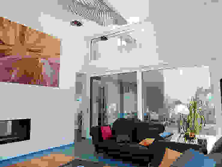 Modern living room by architetta schiers ag Modern