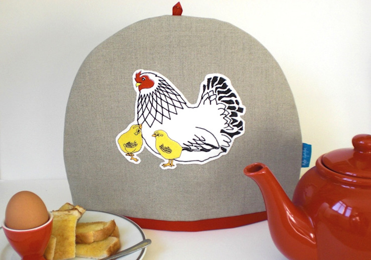 Mother Hen and Chicks Tea Cosy de Kate Sproston Design Rural
