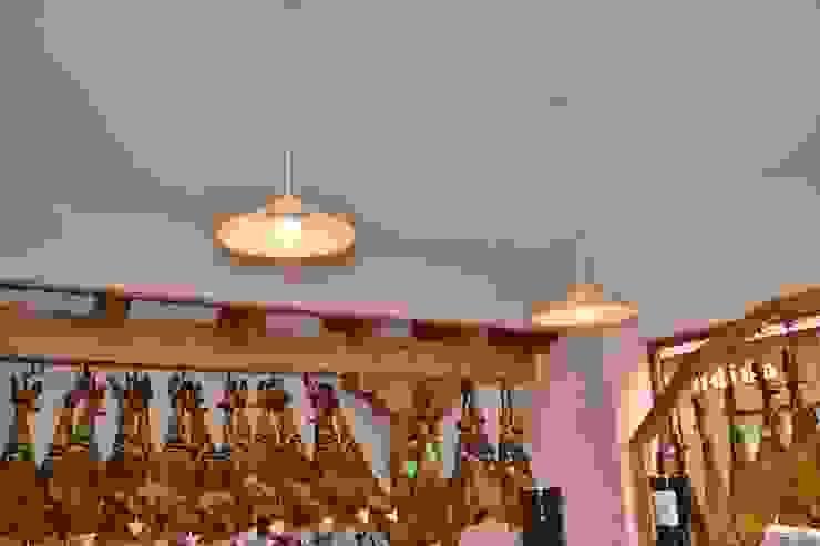 ASADOR Y TIENDA GASTRONOMICA Gastronomía de estilo ecléctico de MIMESIS INTERIORISMO Ecléctico