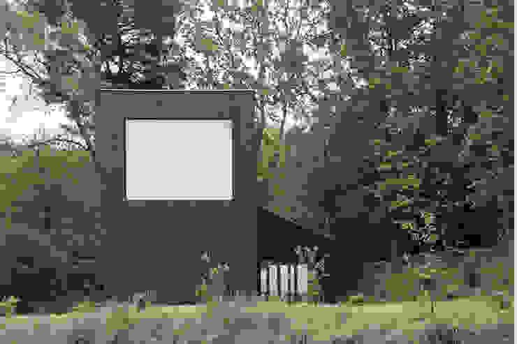 Casas de estilo minimalista de RAUM Minimalista