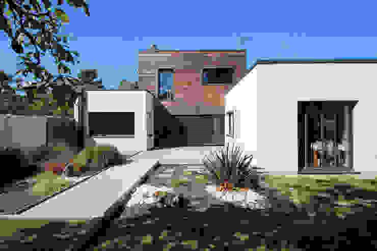 現代房屋設計點子、靈感 & 圖片 根據 AMT 現代風