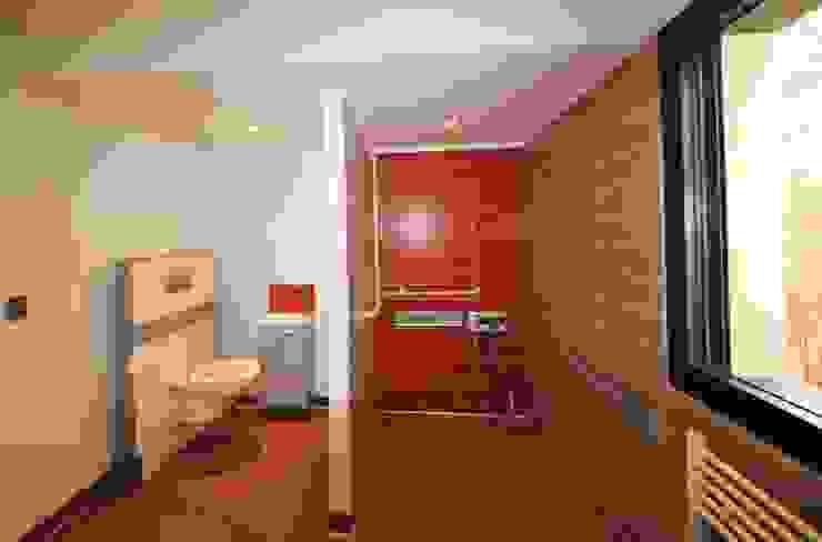MAISON BBC Salle de bain moderne par AMT Moderne