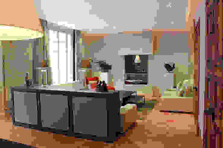 Modern Living Room by STUDIO SANDRA HELLMANN Modern