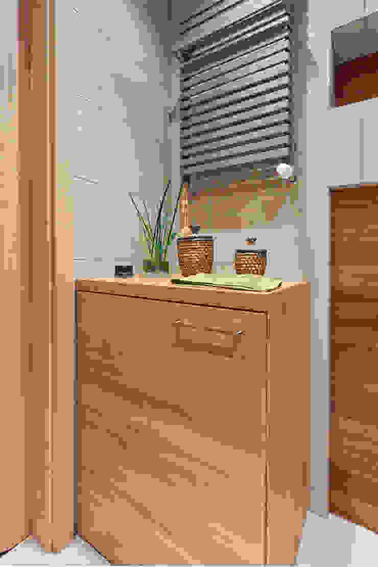 łazienka, zabudowa pralki Skandynawska łazienka od ap. studio architektoniczne Aurelia Palczewska-Dreszler Skandynawski