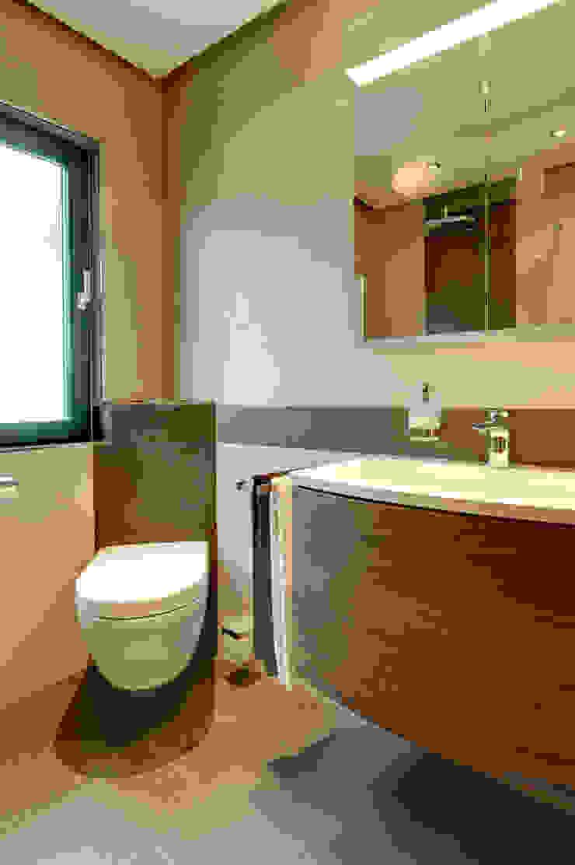 Banheiros modernos por Koster GmbH Moderno