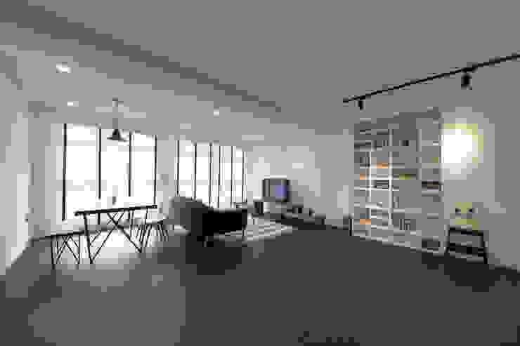 Compassvale Ancilla Modern living room by Eightytwo Modern