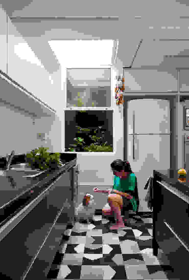 Casa do Itaim Cozinhas modernas por Consuelo Jorge Arquitetos Moderno