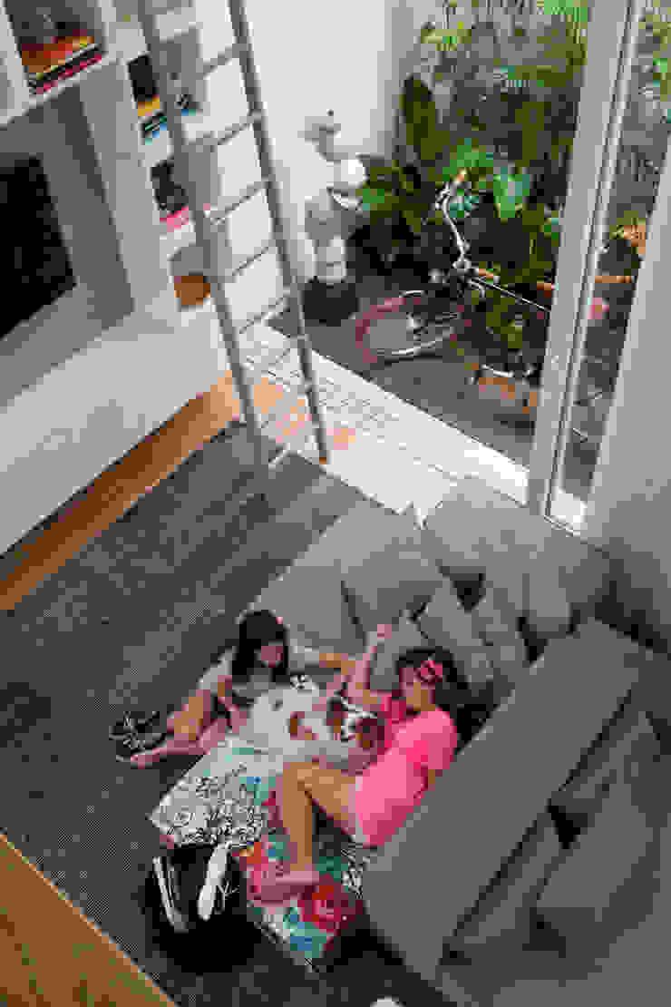 Casa do Itaim Salas de estar modernas por Consuelo Jorge Arquitetos Moderno