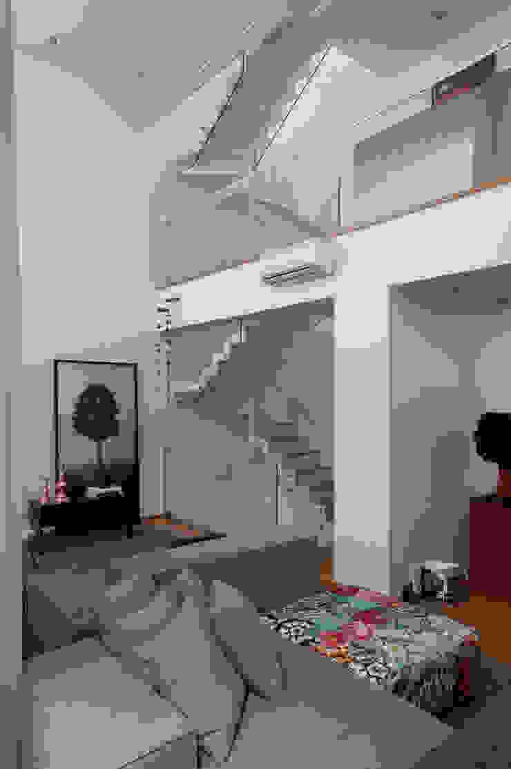 Casa do Itaim Corredores, halls e escadas modernos por Consuelo Jorge Arquitetos Moderno