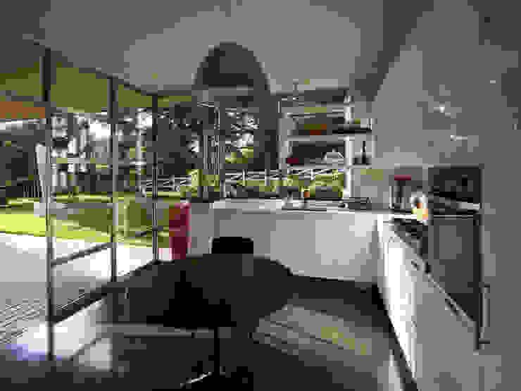 Villa bifamiliare Cucina moderna di Studio Maggiore Architettura Moderno