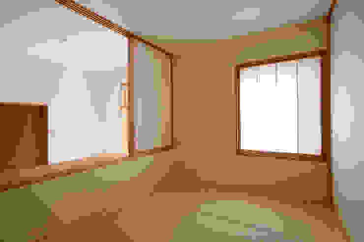 Phòng giải trí phong cách chiết trung bởi 佐藤重徳建築設計事務所 Chiết trung