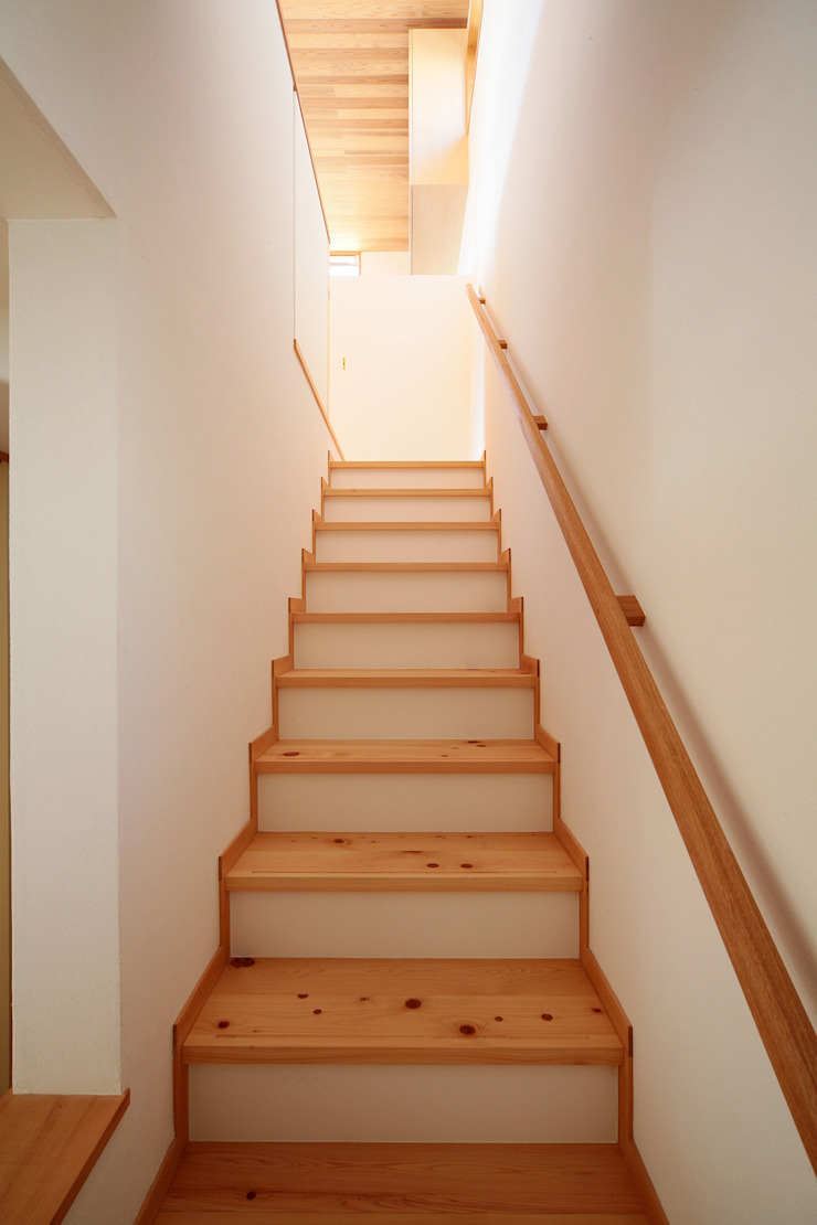 葉山の住宅 オリジナルスタイルの 玄関&廊下&階段 の 佐藤重徳建築設計事務所 オリジナル