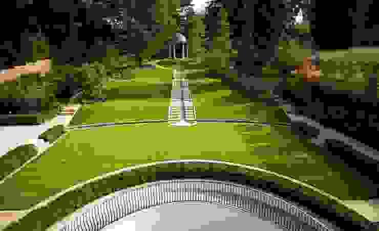 Suburban villa: Winnington Road Modern style gardens by Wolff Architects Modern