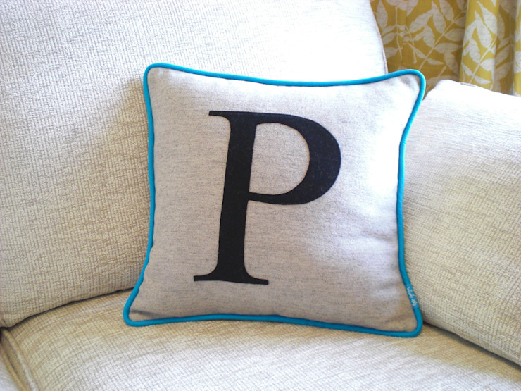 Monogrammed Colour Flash Cushion with Turquoise Piping Kate Sproston Design HogarAccesorios y decoración