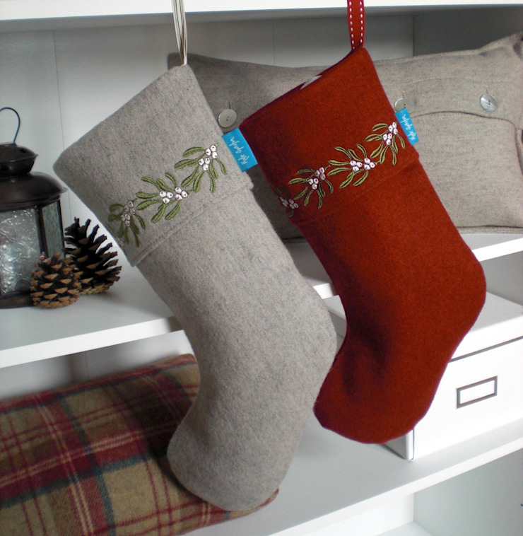 Mistletoe Embroidered Christmas Stockings Kate Sproston Design 家居用品布織品