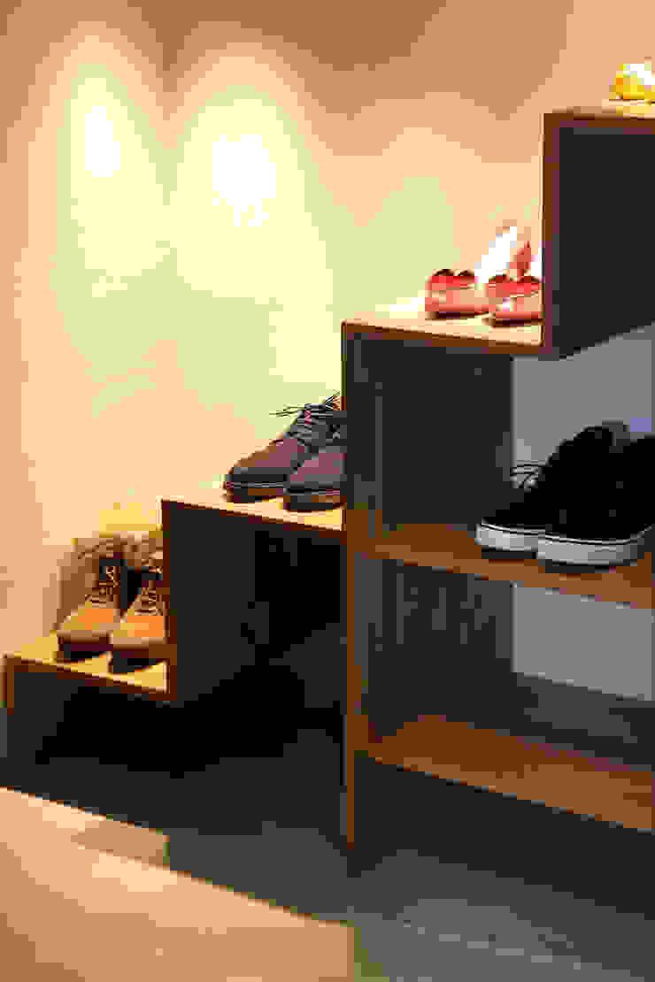 F☆☆☆☆ HOUSE オリジナルスタイルの 玄関&廊下&階段 の コムデザインラボ オリジナル