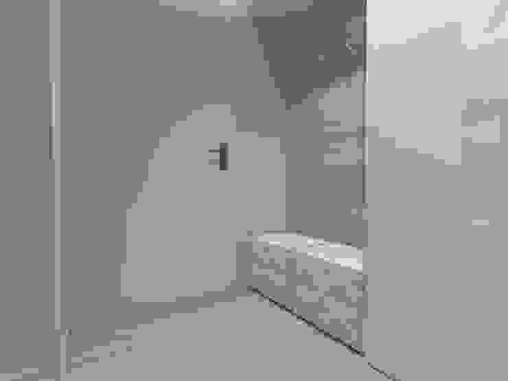 mieszkanie w Działdowie Nowoczesny korytarz, przedpokój i schody od ap. studio architektoniczne Aurelia Palczewska-Dreszler Nowoczesny