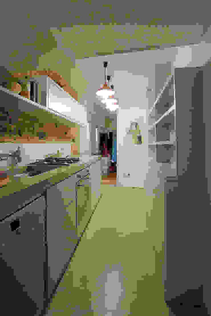 Victoria Park, E9 Minimalist kitchen by Tendeter Minimalist