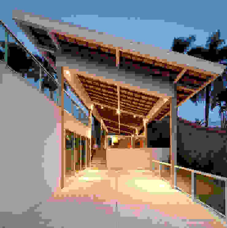 Casa FP por Joao Diniz Arquitetura Varandas, alpendres e terraços modernos por JOAO DINIZ ARQUITETURA Moderno