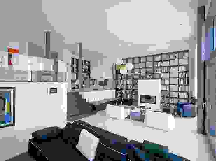 Haus mit Blick in die Weinberge und Pool Moderne Wohnzimmer von Rosenberger + Neidhardt Modern