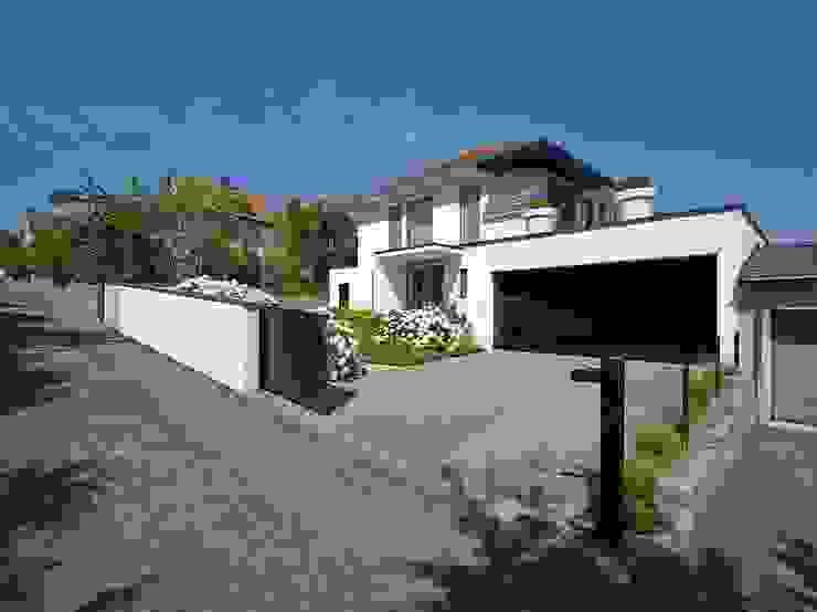 Haus mit Blick in die Weinberge und Pool Moderne Häuser von Rosenberger + Neidhardt Modern