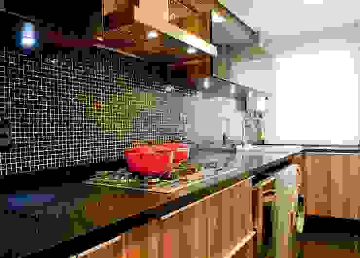 Projeto arquitetônico de interiores para residencia unifamiliar. (Fotos: Lio Simas) Cozinhas ecléticas por ArchDesign STUDIO Eclético