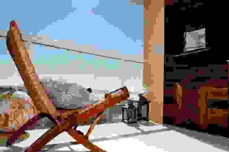 Projeto arquitetônico de interiores para residencia unifamiliar. (Fotos: Lio Simas) Varandas, alpendres e terraços ecléticos por ArchDesign STUDIO Eclético