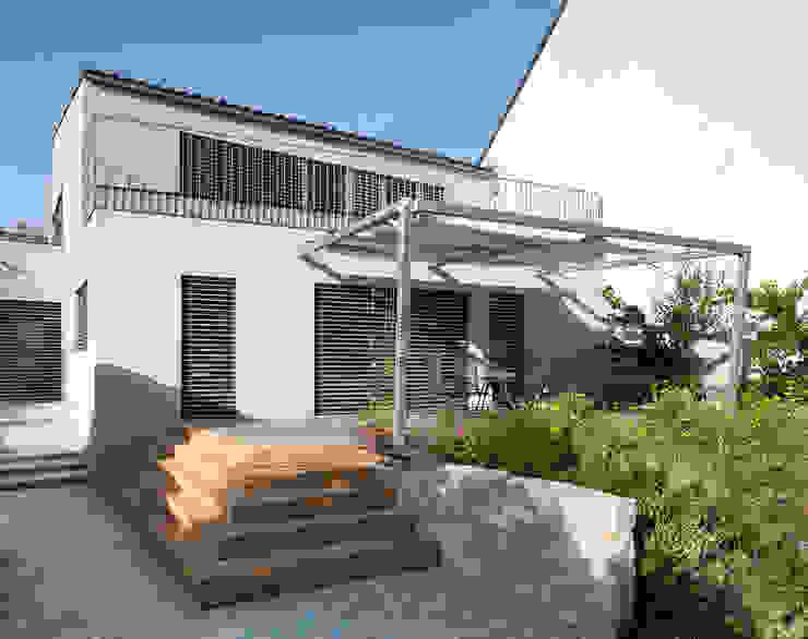 Hintergarten Moderner Balkon, Veranda & Terrasse von Abendroth Architekten Modern