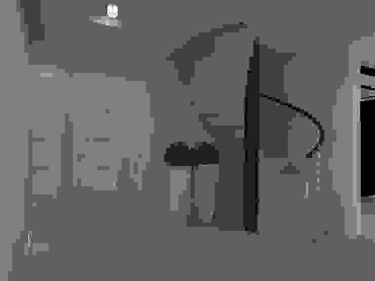 dom koło Nowego Miasta Lubawskiego Nowoczesny korytarz, przedpokój i schody od ap. studio architektoniczne Aurelia Palczewska-Dreszler Nowoczesny