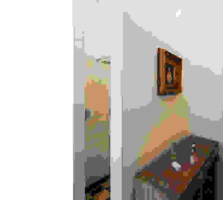 Modern bathroom by beissel schmidt architekten Modern