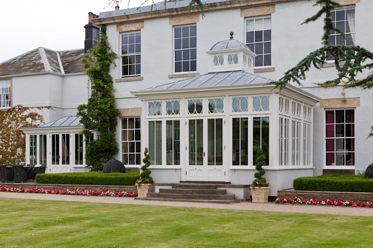 Impressive Dining Conservatory Classic style conservatory by Vale Garden Houses Classic