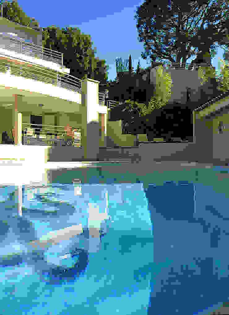 Modern Pool by 2Y Architecture Modern