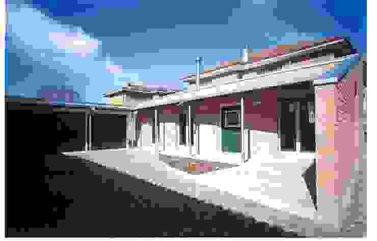 AMPLIAMENTO CASA UNIFAMILIARE Case moderne di BORGHI ARCHITECT& PARTNERS Moderno