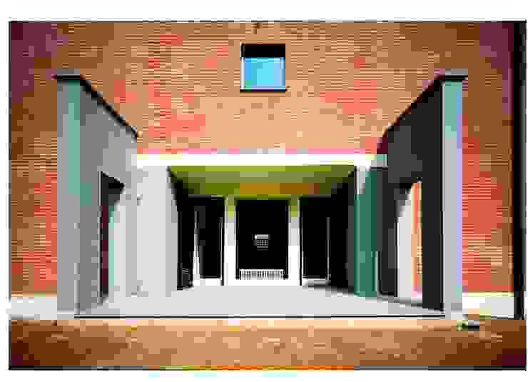 CASA UNIFAMILIARE Case moderne di BORGHI ARCHITECT& PARTNERS Moderno