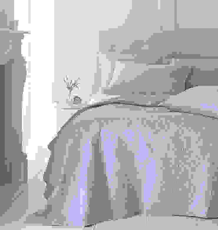 Richmond Quilted Bedspread: modern  by Marquis & Dawe, Modern