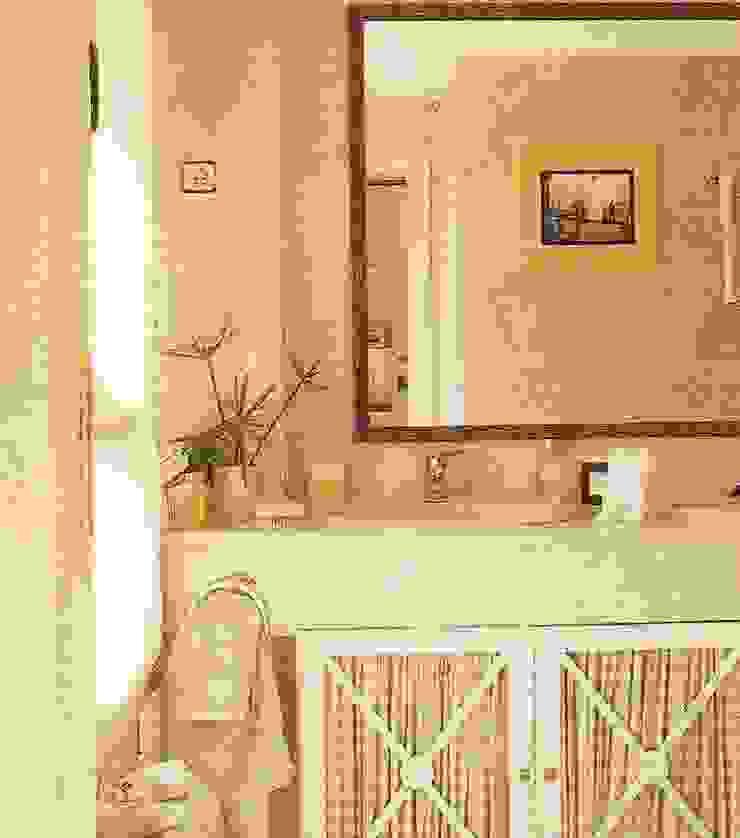 Mueble de baño lacado de PACO SANTACREU, S.L. Moderno