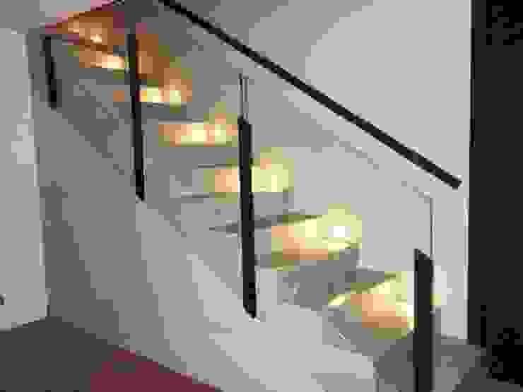 CATHERINE PENDANX Corridor, hallway & stairs Stairs