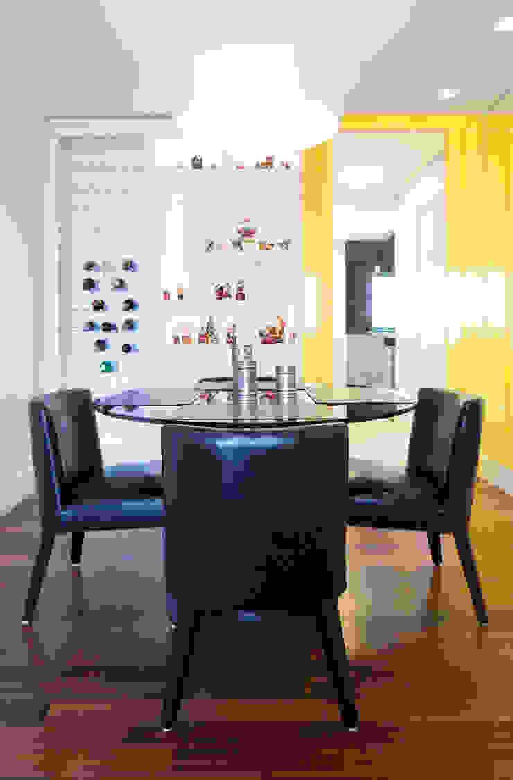 Sala de jantar/ adega Salas de jantar minimalistas por ArkDek Minimalista